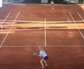 """[Vídeo] Apanha-bolas """"aos papéis"""" em jogo do WTA de Rabat"""